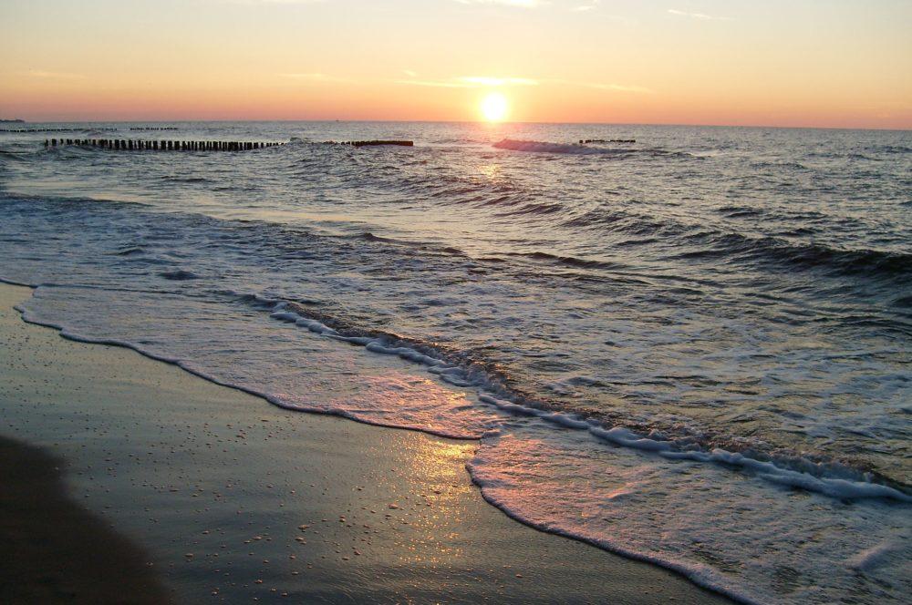 beach-2724906_1920