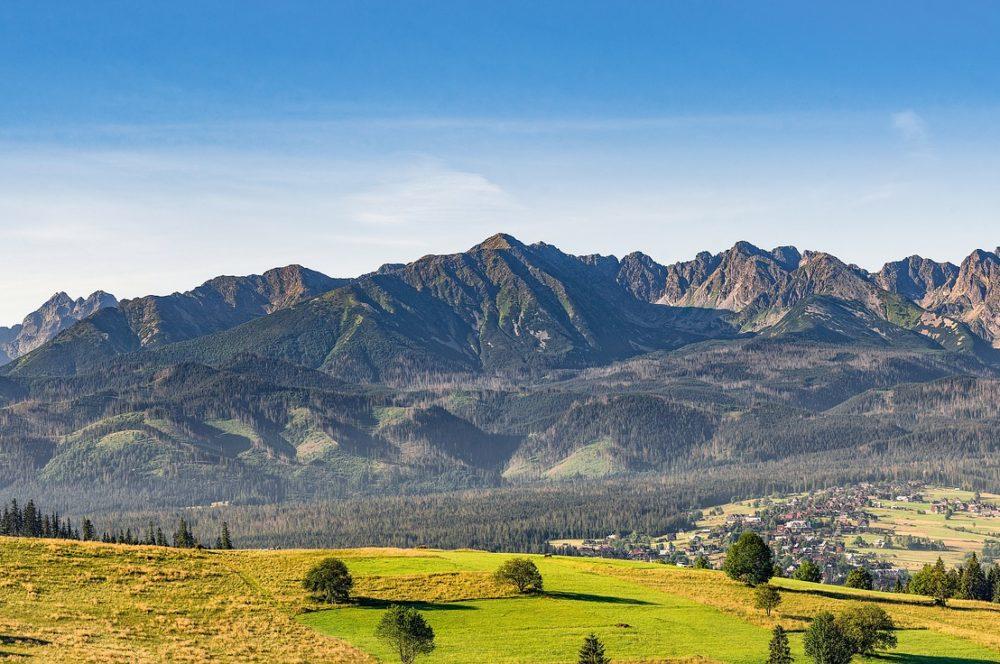 mountains-2535788_1920