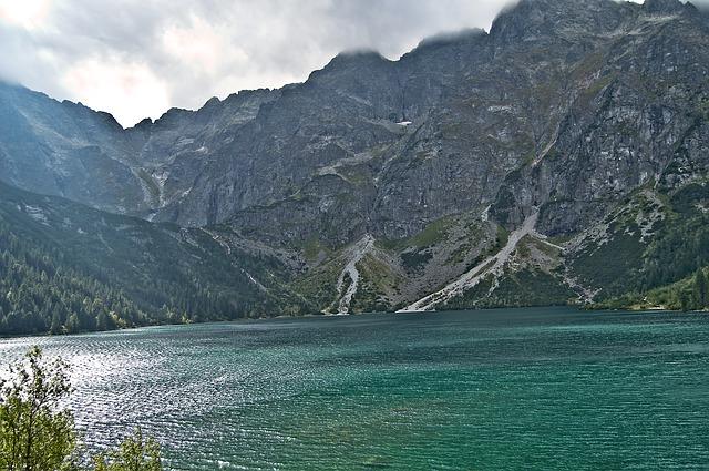 mountains-2959321_640