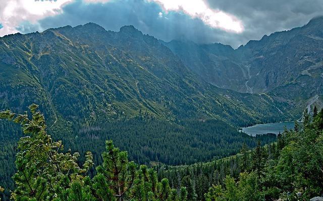 mountains-2959338_640