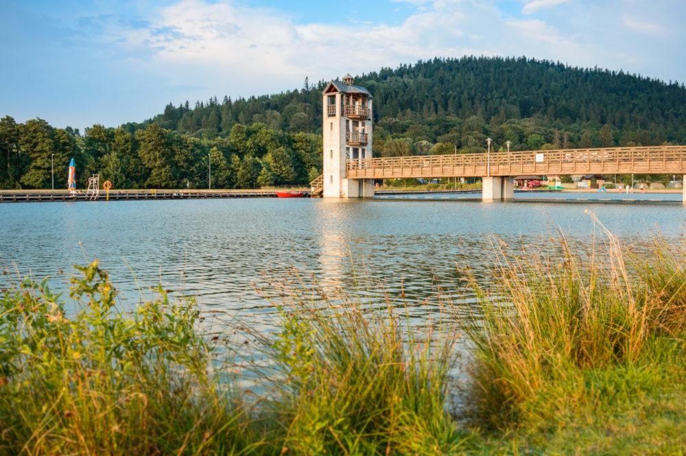 Stara Morawa, Observation tower by the lake among mountain peaks.